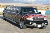 Black Navigator Limousine - Image 2