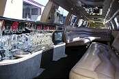 Black Navigator Limousine - Image 3