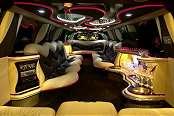 White Navigator Limousine - Image 2